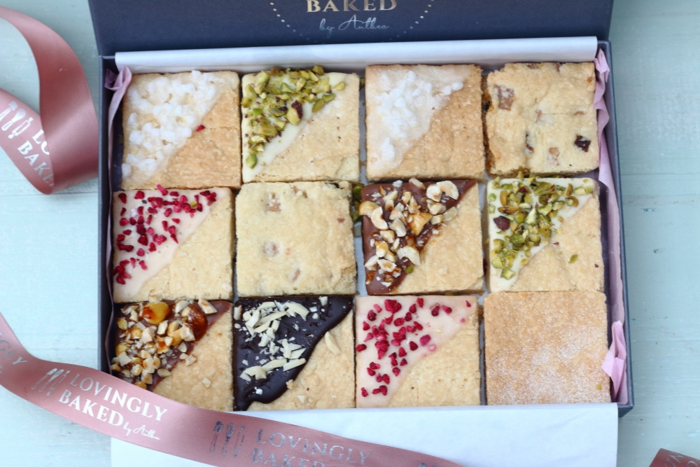 Box of twelve pieces of decoarted shortbread for corporate gifts